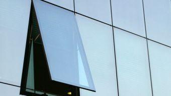 ventana proyectante muro cortina